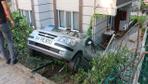 Kocaeli'de kaza yapan otomobil hamakta yatan çocuğun üzerine düştü