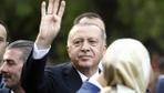 Cumhurbaşkanı Erdoğan Sultanahmet'te vatandaşlarla selamlaştı
