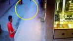 Antalya'da küçük çocuğun 4. kattan düşme anı