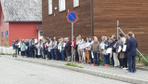 Norveç'te Hristiyanlar cuma namazı sırasında camiye kalkan oldu