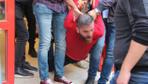 İstanbul Fatih'te kendini marketin tuvaletine kilitleyen kişi polise zor anlar yaşattı