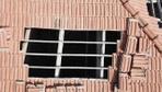 Manisa'da bir kişi çatıda havalandırma boşluğu açıp kenevir yetiştirmiş