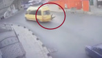 İstanbul Küçükçekmece'de liseli kız kapısı açık ilerleyen minibüsten düştü