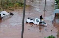 Geceden beri yağıyordu: Araçlar sele kapıldı!