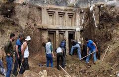 Antalya'da 2400 yıllık antik mezar bulundu