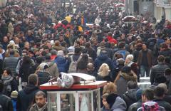 İstiklal Caddesi'nde 'insan seli' yaşandı!