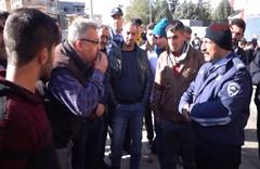 Gaziantep'te pazarcı, direndiği zabıtalara takma dişiyle tepki gösterdi