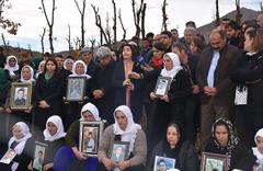 Uludere'de ölen 34 kişi mezarları başında anıldı!