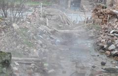 Depremde yıkılan evin bulunduğu yerden çıktı herkes şaşkın!