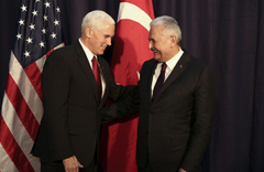Binali Yıldırım ve Mike Pence ilk buluşmada düşman çatlattı