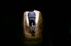 DEAŞ'ın gizemli tünellerine girildi! İşte o görüntüler...