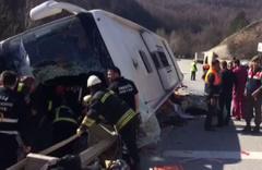 Sendika üyelerini taşıyan otobüs devrildi ölenler ve yaralılar var