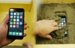 İPhone'u çimentonun içine attı bakın sonra ne oldu