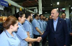 Mehmet Müezzinoğlu 1 Mayıs'ı işçilerle kutladı