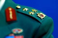 Türk subaydan ABD'li komutana soğuk duş salonu terketti