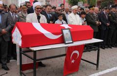 Şehit Uzman Çavuş'un cenaze namazını imam babası kıldırdı