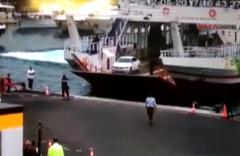 Boğaz'da arabalı vapurun lüks tekneye çarptığı an kamerada