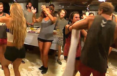 Adem'in Sabriye'yi çıldırtan dansı!