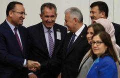 Bakan Bozdağ'dan Meclis'te istifa resti