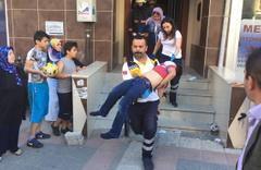 Asansörde sıkışan çocuk ağır yaralandı