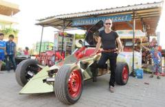 Bakkal Osman'ın yarış arabasını görenler hayran kalıyor
