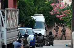 Adana'da neler oluyor? Sokaklar trafiğe kapatıldı ev ablukaya alındı
