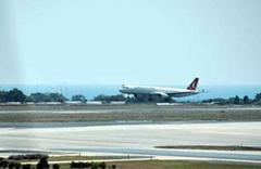 KKTC Cumhurbaşkanı Akıncı'nın uçağı pisti pas geçti
