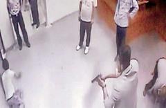 Acil serviste doktor bıçakla rehin alındı