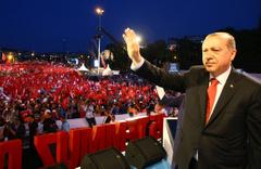 Erdoğan eşi ile yürüyerek geldi gördükleri ile mest oldu