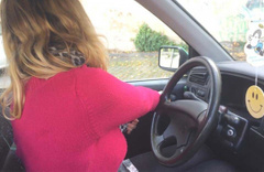 Arabanın kapısını açma şekline bakın nedenini öğrenince siz de yapacaksınız