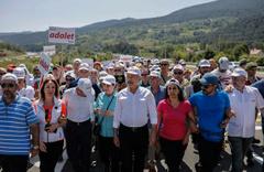 Acı haberi alan CHP Genel Başkan Yardımcısı yürüyüşü bıraktı