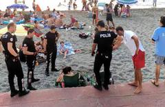 Plajda iki kadın içki içmişti! Olay fotoğraf için Vali'den açıklama