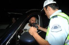 Halit Ergenç ve Beren Saat polis çevirmesine yakalandı