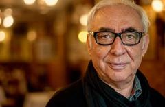 Şener Şen 14 yıl aradan sonra tiyatro sahnesine geri döndü