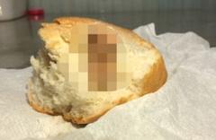Ekmekten çıkan şey mide bulandırdı! Fırıncının savunması herkesi şoke etti