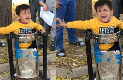 6 yaşındaki çocuk çöp kutusunda sıkışıp kaldı