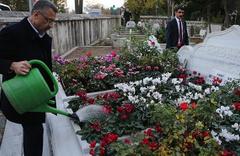 Cumhurbaşkanı Yardımcısı Oktay'dan Erbakan'ın kabrine ziyaret