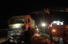 Çanakkale'de feci kaza: Kamyonun altında kaldılar