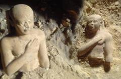 Mısır'da eli göğsünde bulunan 3800 yıllık heykelin sırrı çözülemedi