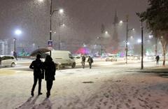 Sivas'ta yoğun kar yağışı ulaşımı etkiliyor