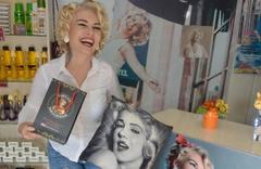 Yerli Marilyn Monroe eşeğe yatırım yapıyor!