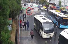 Bayrampaşa'da gasp dehşeti kamerada