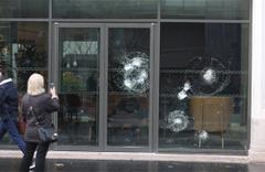 Fransa'da eylemciler yağmaya başladı