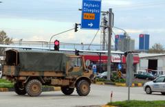 Suriye sınırına araç sevkiyatı sürüyor