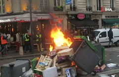 Sarı Yelekliler Paris sokaklarını ateşe verdi