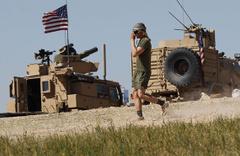 ABD askerleri Münbiç'te PKK'lılarla devriye atmaya devam ediyor