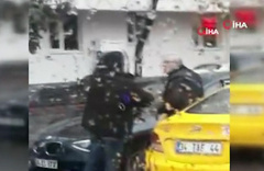 Taksici ile vatandaşlar arasında 'kısa mesafe' arbedesi kamerada