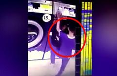 Kardeşini bozuk parayla çalışan kurutma makinesinin içine attı