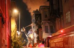 Beyoğlu'nda evler alev alev yandı
