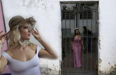 Cezaevinin en güzel kadını seçildi mahkum kadınlar podyumda